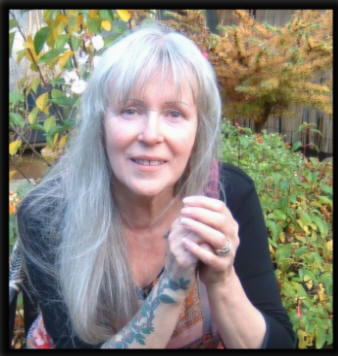Psychic email and Phone readings from Crysta Green,  Psychic Metaphysician. Psychic readings, Free online tarot, Live Psychic Phone Reading, clairvoyant medium tarot.